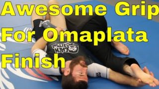"""""""Statue Of Liberty"""" Grip Makes Your Omaplata Easier to Finish"""